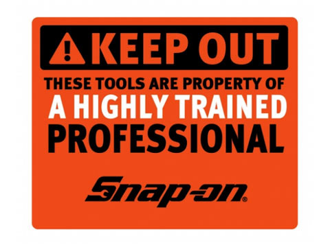 Snap-on(スナップオン)ステッカー「HIGHLY TRAINED DECAL - ORANGE」
